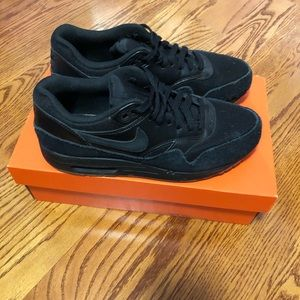Black Nike Airmax